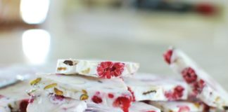 Recipe: Raspberry Greek Yogurt Bark