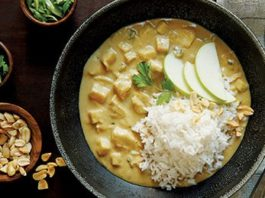 Peanut Apple Chicken Curry