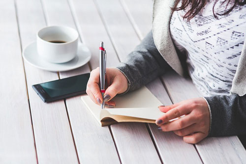 Note Taking at the End of Your Work Day Helps to Keep You Focused for the Next Day - Family Life Tips Magazine