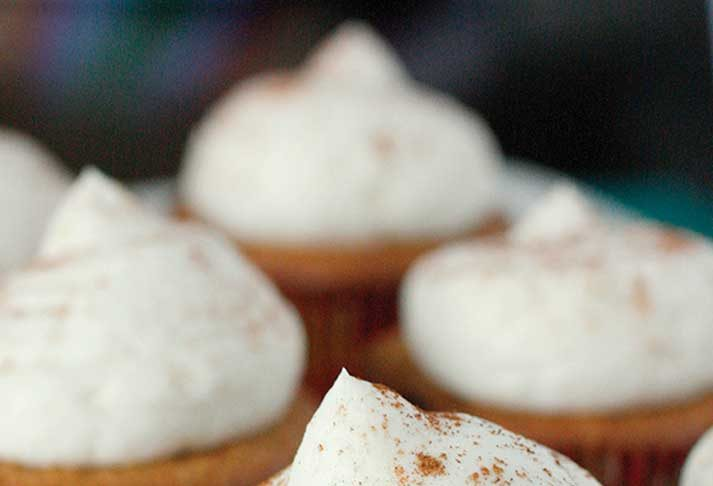 Recipe: Gingerbread Cupcakes with Whipped Vanilla Buttercream
